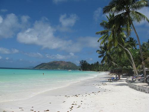 Valokuva: hiekkaranta Seychelleillä.