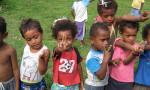 Ryhmä lapsia Fidzillä.