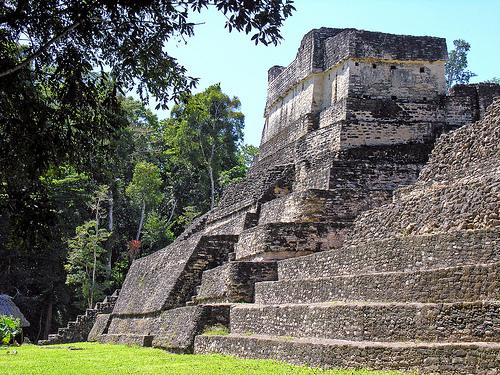 Maya-intiaanien raunioita Belizessä.