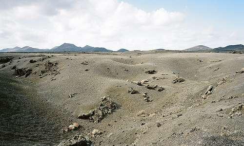 Lanzaroten mustaa hiekkaa. Kuva: Santiago Begueria.