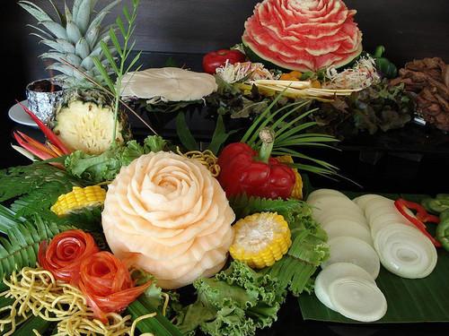 Thaimaa, Krabi - kuvassa koristeltuja hedelmiä