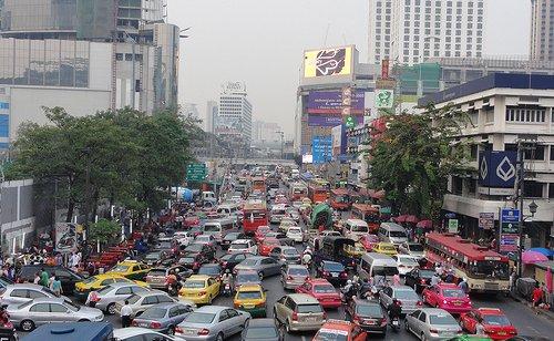 Bangkok, katunäkymä ruuhka-aikaan.