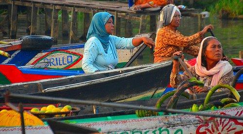 Borneo, kelluvat markkinat.