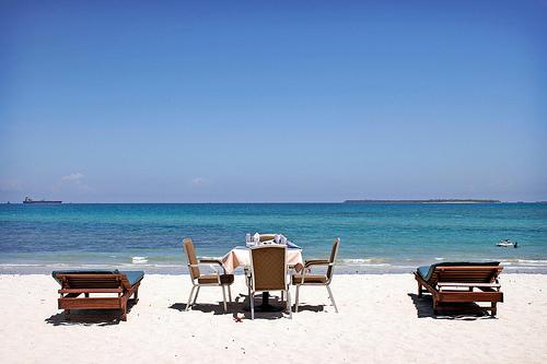 Dar Es Salaam, aamiainen rannalla.