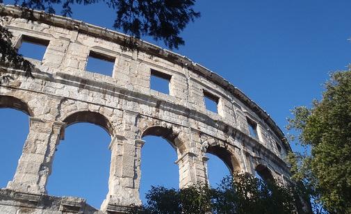Pula, amfiteatteri