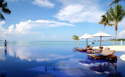 Malediivit, Hilton Maldives